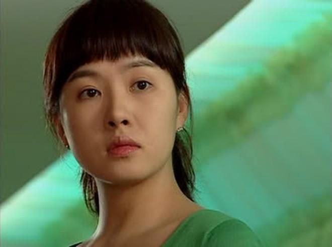 9 nữ diễn viên siêu đẹp lại vào vai gái xấu: Đến ma cà rồng Jang Nara còn tự nhận mình quê mùa 003