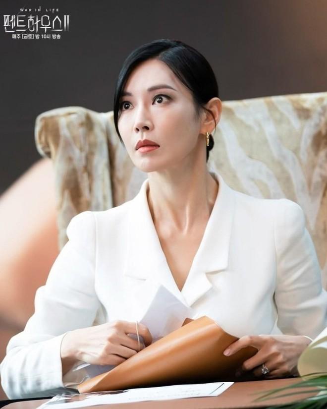 Netizen đồn nhau kết cục Penthouse 2: Ju Dan Tae tự tử, hội Hera lũ lượt ăn cơm tù? 008