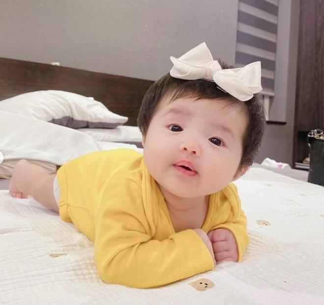 """Dàn sao Việt """"xỉu ngang"""" trước biểu cảm của con gái nhà nghệ sĩ """"Giang Hồ"""", riêng Đông Nhi bị """"cảnh báo"""" về tương lai của bé Winnie - Ảnh 7."""