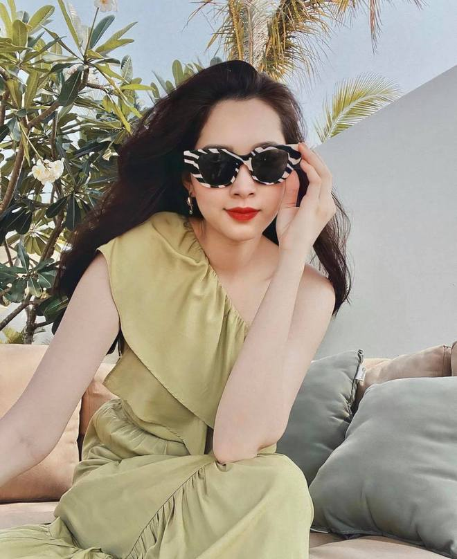 Chỉ có thể là hoa hậu Đặng Thu Thảo: Lâu lâu đăng ảnh sống ảo liền gây sốt, tăng cân lại càng được khen mới hay - ảnh 3