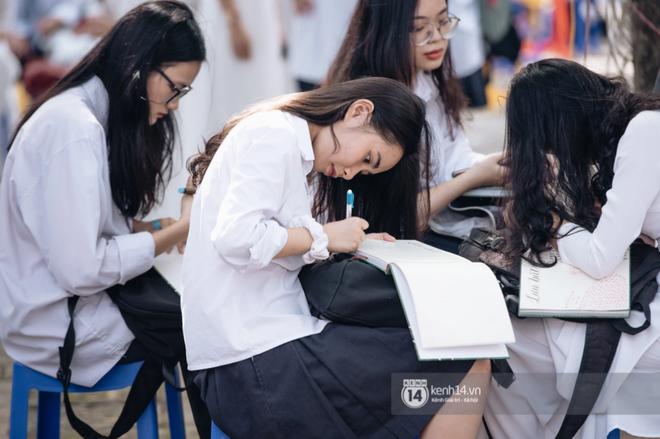 Học sinh, phụ huynh nghĩ gì khi Tiếng Hàn trở thành môn học bắt buộc - Ảnh 3.