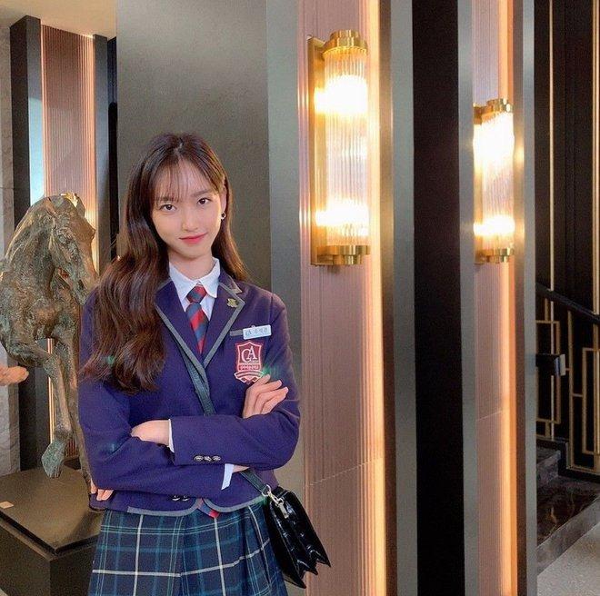 Rộ loạt tin đồn về Penthouse 2: Người chết thảm là Seok Kyung, Ro Na chỉ ngã cầu thang? - ảnh 3