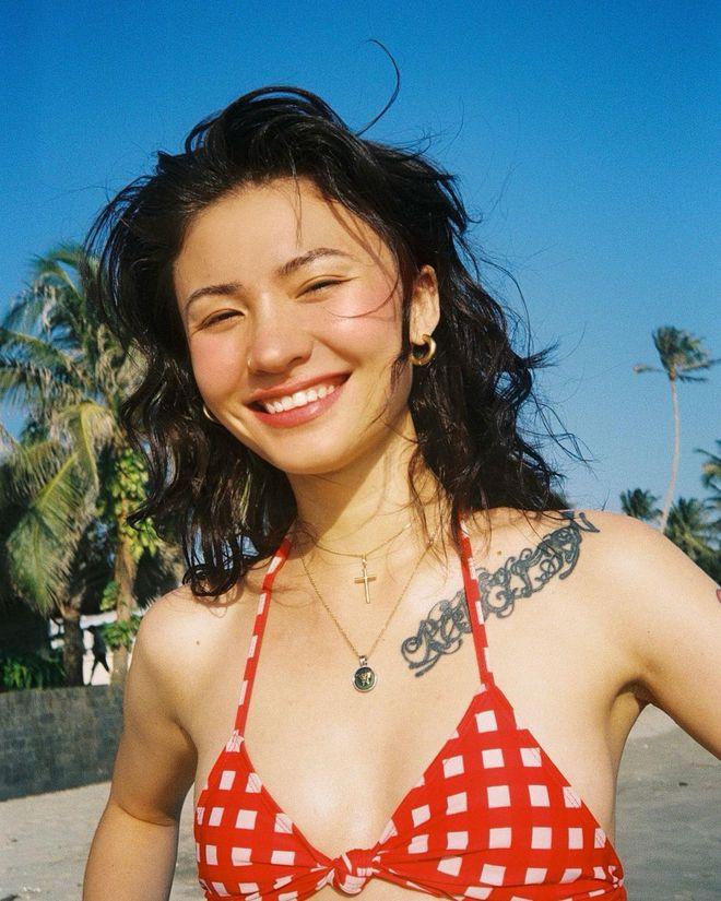 Naomi Roestel Huỳnh - gái xinh ở nhà ăn chay, hát nhạc tình, xăm nhiều đến không thể nhớ và trên mạng có đến nửa triệu followers! - ảnh 2