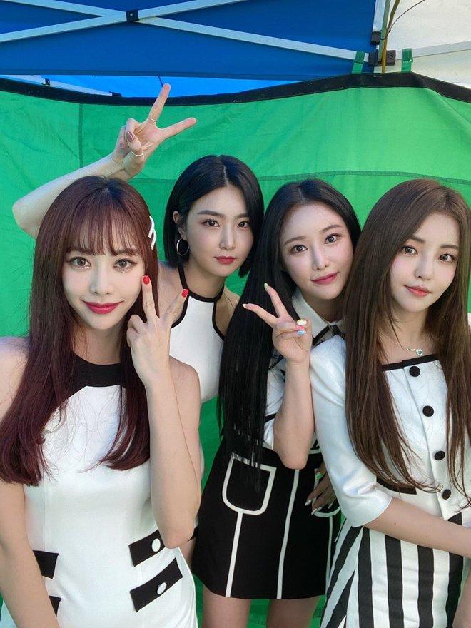 Knet sốc khi thấy ca khúc của nhóm nữ kém nổi lội ngược dòng vào top 3 BXH Melon, vượt cả siêu hit của BTS - ảnh 1