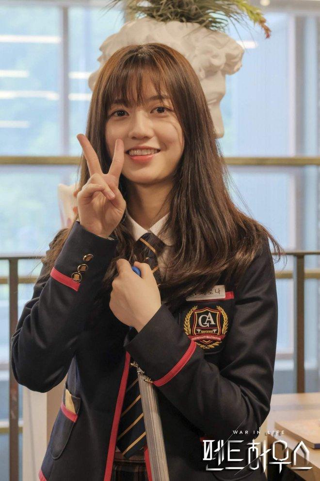 Rộ loạt tin đồn về Penthouse 2: Người chết thảm là Seok Kyung, Ro Na chỉ ngã cầu thang? - ảnh 1