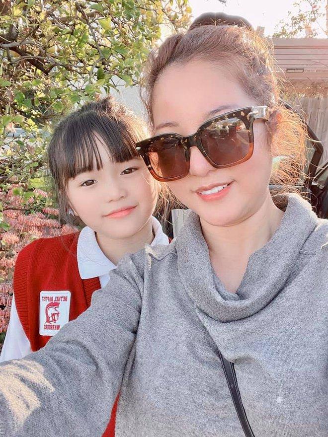 Danh hài Thúy Nga cho con gái tự mình bay sang Mỹ, soi ngôi trường theo học mà choáng vì độ giàu có - Ảnh 2.