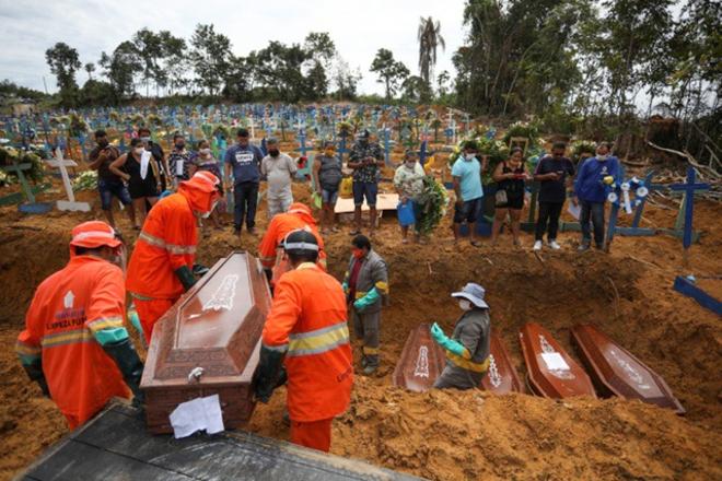 """Biến chủng SARS-CoV-2 đẩy Brazil vào """"cơn ác mộng không hồi kết"""" - ảnh 1"""