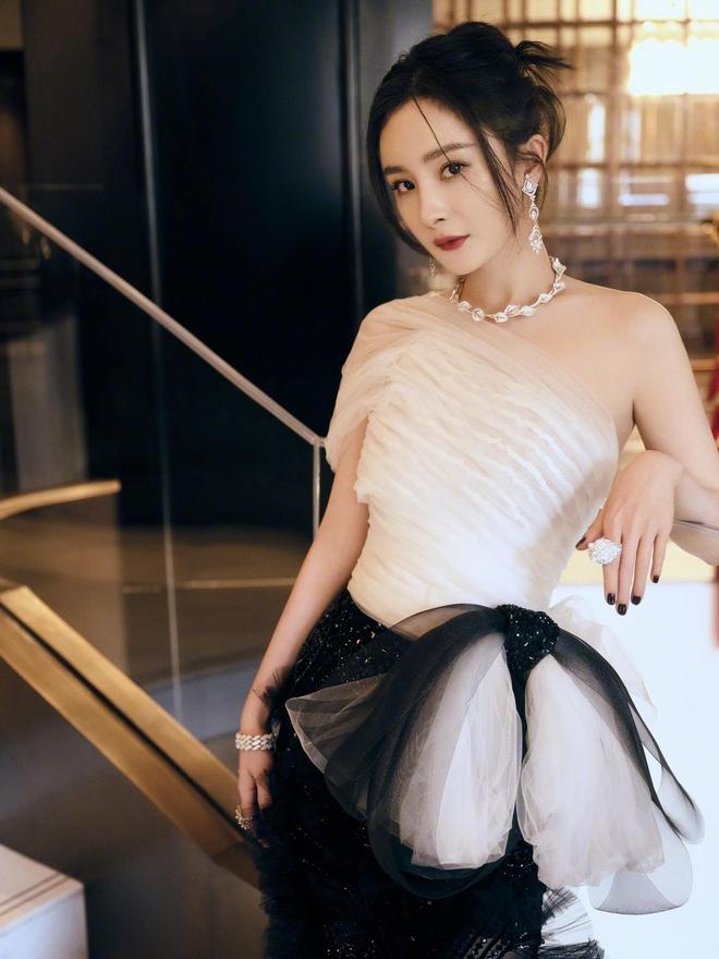 Dương Mịch nói thời đi học không một ai theo đuổi cô, nhìn ảnh năm xưa netizen mới vỡ lẽ lý do - ảnh 5