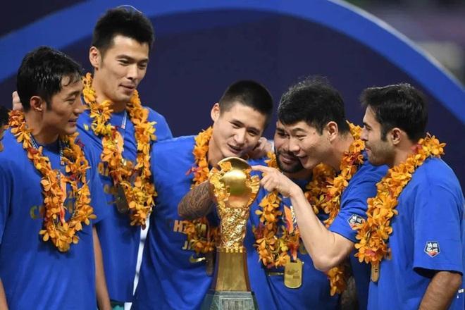 Cầu thủ lao đao sau khi nhà vô địch Trung Quốc tuyên bố dừng hoạt động: Người bán nhà, người cuống cuồng đi làm thêm - ảnh 2