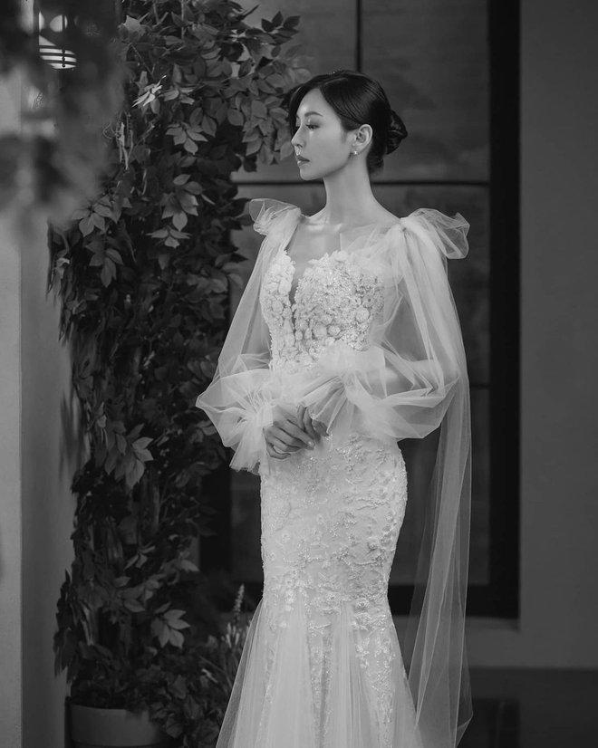 Bộ ba nữ chính Penthouse diện váy cưới: Tiểu tam lồng lộn hết cỡ nhưng có đánh bại được sự tinh tế của bà cả Lee Ji Ah? - ảnh 6