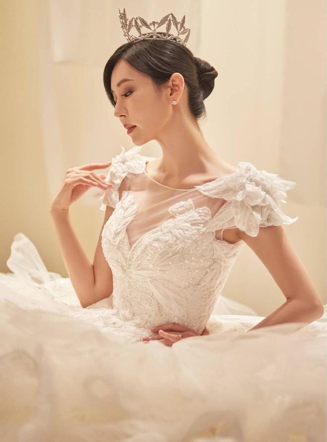 Bộ ba nữ chính Penthouse diện váy cưới: Tiểu tam lồng lộn hết cỡ nhưng có đánh bại được sự tinh tế của bà cả Lee Ji Ah? - ảnh 7