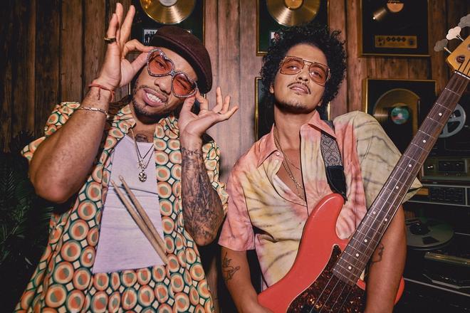 Trở lại sau 2 năm, MV của Bruno Mars được hưởng ứng nhiệt tình, nhiều nghệ sĩ Việt khen lấy khen để: Chuyển điệu mượt như nhung - ảnh 1