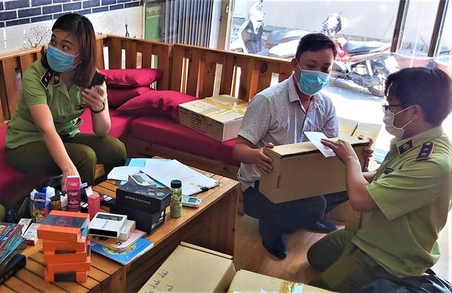 Đà Nẵng: Tạm giữ gần 3.500 sản phẩm thuốc lá điện tử, người mua chủ yếu là học sinh - ảnh 1