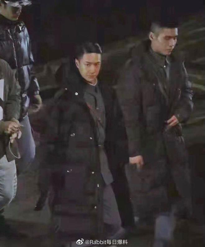 Vương Nhất Bác lột banh xác với đầu tóc vuốt keo óng mượt ở phim mới, fan nhìn lầm sang nhân vật Naruto lẫn Erik? - ảnh 2