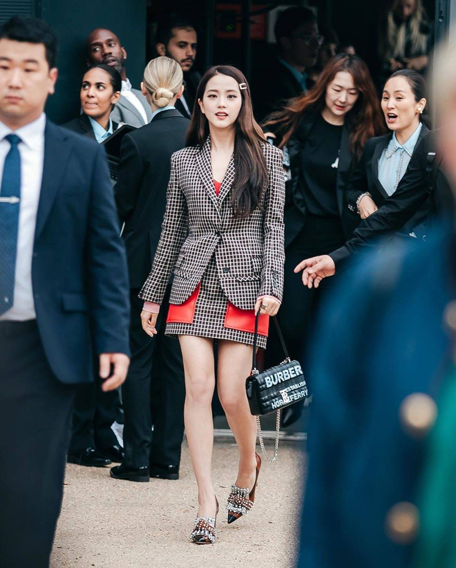 Hành trình của Jisoo tại Dior: Từng được cho là mờ nhạt, dần phủ sóng loạt cover tạp chí và trở thành cây Dior sống - ảnh 6