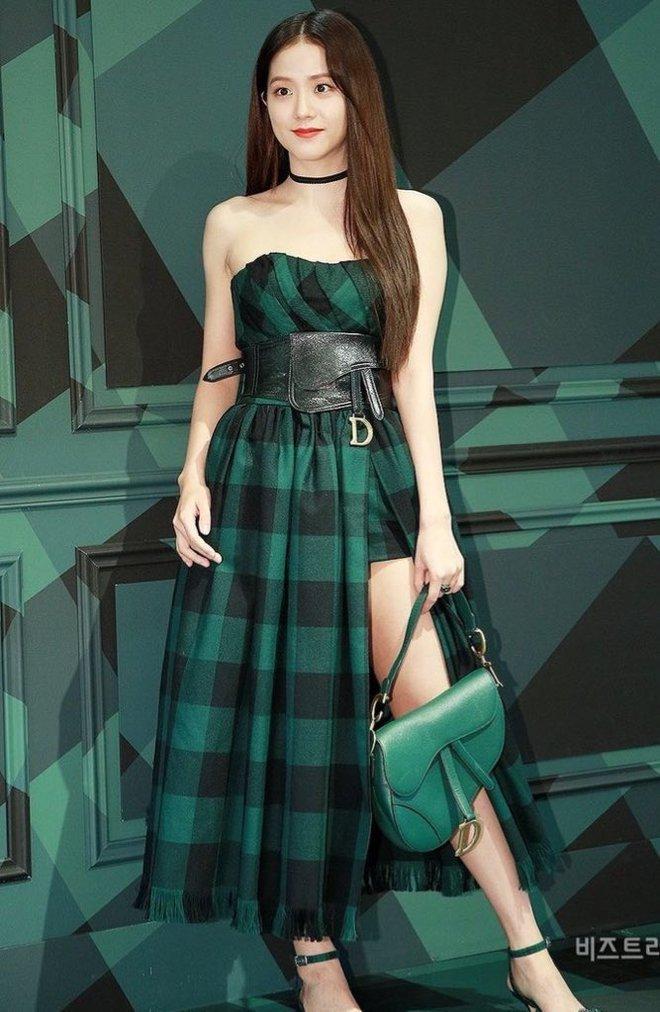 Hành trình của Jisoo tại Dior: Từng được cho là mờ nhạt, dần phủ sóng loạt cover tạp chí và trở thành cây Dior sống - ảnh 4
