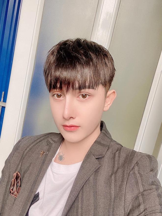 Hành trình lột xác gây chấn động báo Anh của chàng trai Hưng Yên, 25 tuổi đã trải qua hơn 20 lần PTTM khiến cả họ không nhận ra - ảnh 8