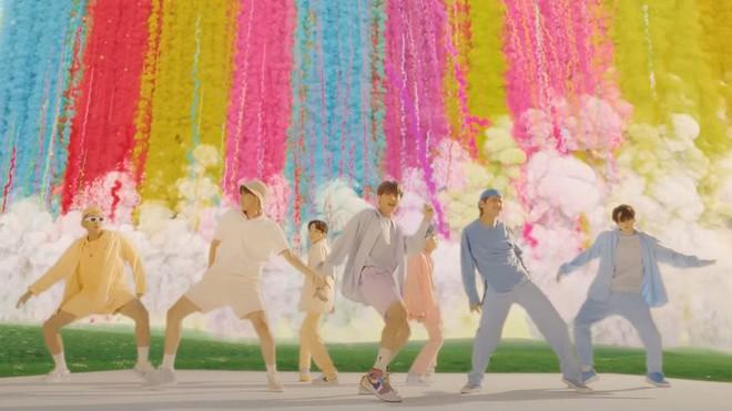 Tranh cãi Billboard vinh danh BTS là nghệ sĩ vĩ đại nhất 2020: Thành tích không bằng Ariana - Justin, nhưng có gì đó sai sai? - Ảnh 6.