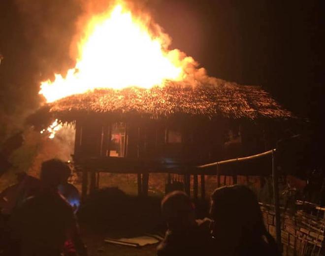 Nghệ An: Con trai châm lửa đốt nhà bố mẹ do xin không được tiền - Ảnh 1.
