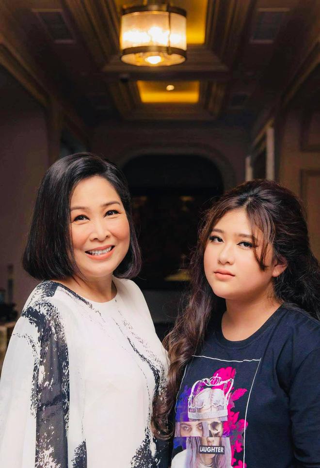 Con gái xinh xắn của Hồng Vân học trường quốc tế nhưng học phí thấp bất ngờ - ảnh 4