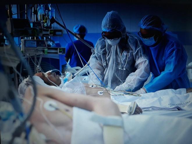 """Nữ bác sĩ được tiêm vắc xin ngừa Covid-19 đầu tiên tại TP.HCM: """"Đây là """"món quà"""" 8⁄3 ý nghĩa nhất mà mình nhận được"""" - Ảnh 1."""
