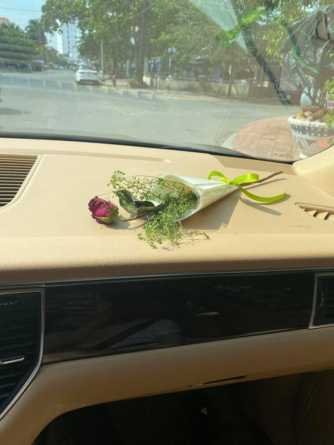 """""""Thánh ế"""" Anh Đức khoe ảnh bên bạn gái ngày 8/3, cũng bày biện lãng mạn lấy lòng ai kia mà gặp sự cố cười ra nước mắt! - ảnh 2"""