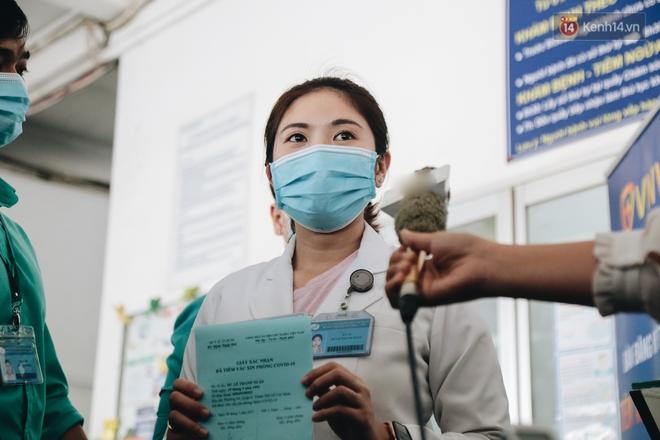 Nữ điều dưỡng tại Hà Nội sốt nhẹ sau khi tiêm vaccine Covid-19 - ảnh 2