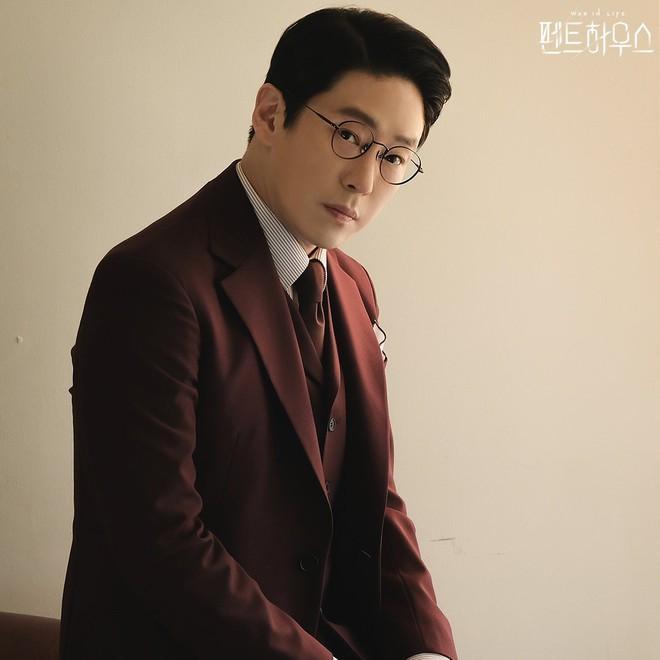 Ảnh thời học sinh hiền không tin nổi của ác ma Ju Dan Tae (Penthouse 2): Đi học sớm trước tuổi, đậu vào trường top 1 về nghệ thuật của Hàn Quốc - ảnh 1
