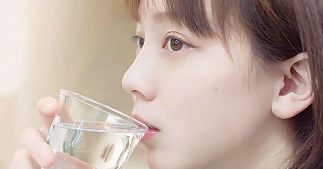 4 biểu hiện khi uống nước cho thấy sức khỏe của bạn đang có vấn đề, nếu không có thì chứng tỏ bạn vẫn rất khỏe mạnh - ảnh 1
