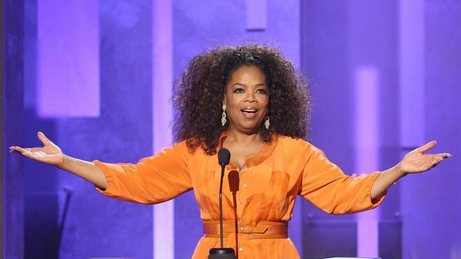 8/3 kể chuyện người phụ nữ có sức ảnh hưởng nhất hành tinh Oprah Winfrey: 14 tuổi mang thai vì bị lạm dụng tình dục, đạp lên vũng bùn đứng dậy tỏa ánh hào quang - ảnh 14