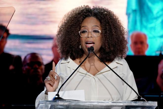 8/3 kể chuyện người phụ nữ có sức ảnh hưởng nhất hành tinh Oprah Winfrey: 14 tuổi mang thai vì bị lạm dụng tình dục, đạp lên vũng bùn đứng dậy tỏa ánh hào quang - ảnh 17