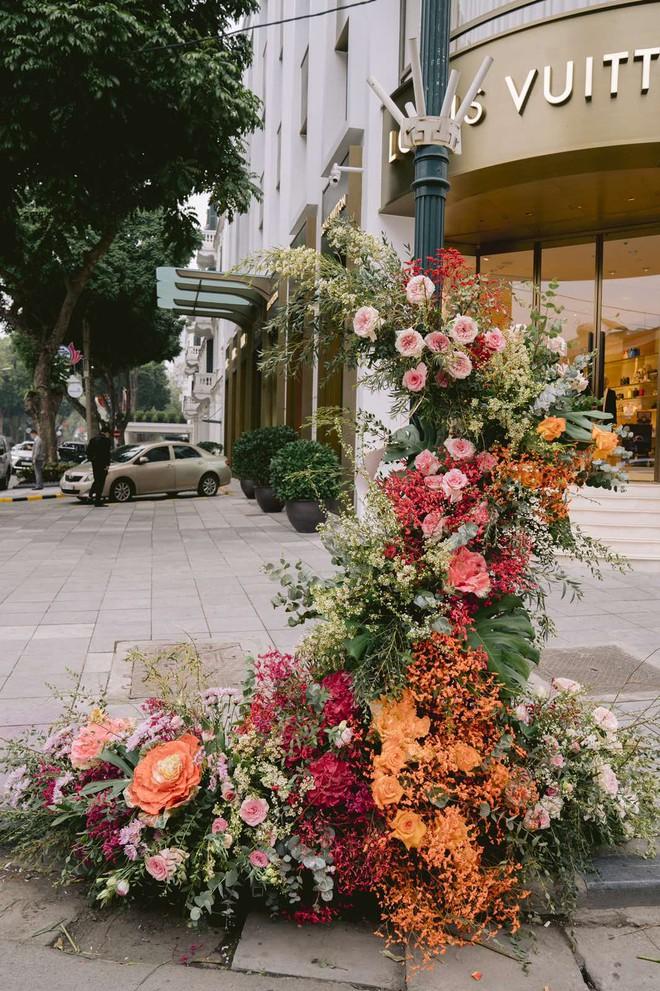 """Hơn 100 cột đèn """"nở hoa"""" giữa trung tâm Hà Nội - ảnh 6"""