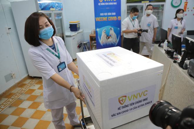 Cập nhật: Những người đầu tiên tại Hà Nội và TP.HCM được tiêm vaccine phòng Covid-19 - Ảnh 14.