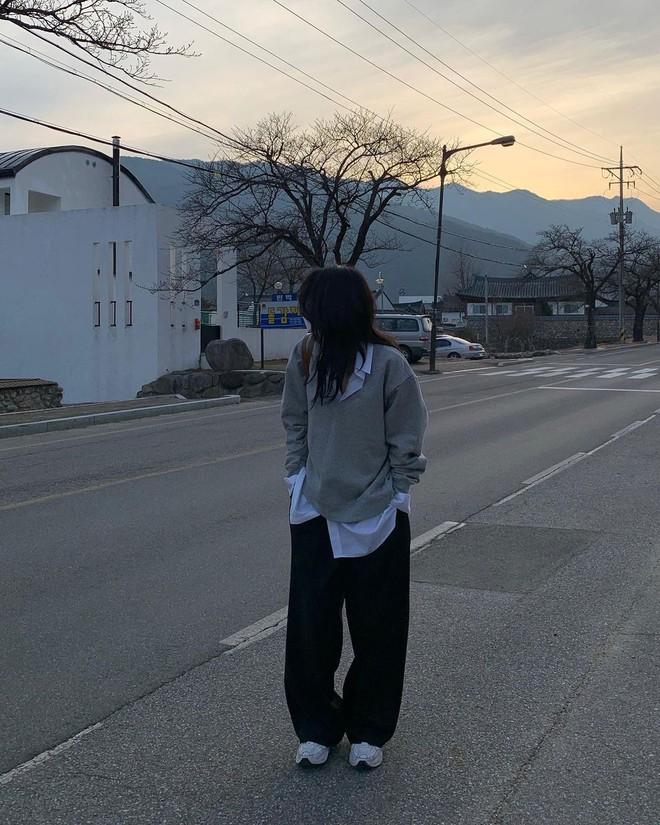 Seulgi (Red Velvet) và hội gái Hàn đang mê tít kiểu mix đồ bô nhếch nhưng cực kỳ hay ho này - ảnh 9