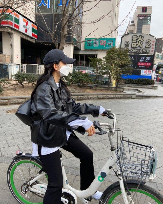 Seulgi (Red Velvet) và hội gái Hàn đang mê tít kiểu mix đồ bô nhếch nhưng cực kỳ hay ho này - ảnh 11