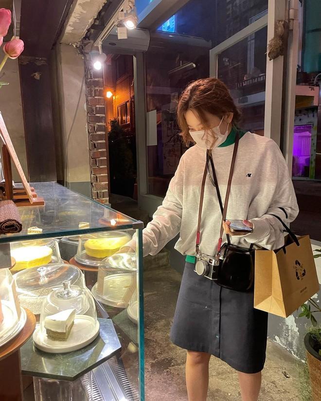 Seulgi (Red Velvet) và hội gái Hàn đang mê tít kiểu mix đồ bô nhếch nhưng cực kỳ hay ho này - ảnh 1