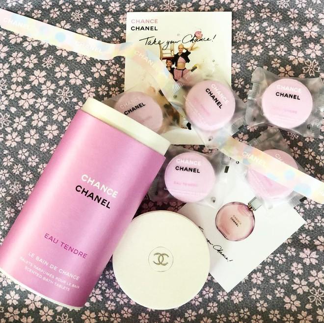 Chanel ra mắt viên tắm màu hồng siêu xinh giá 160k/viên, mỗi tội chỉ bán ở Nhật - ảnh 2
