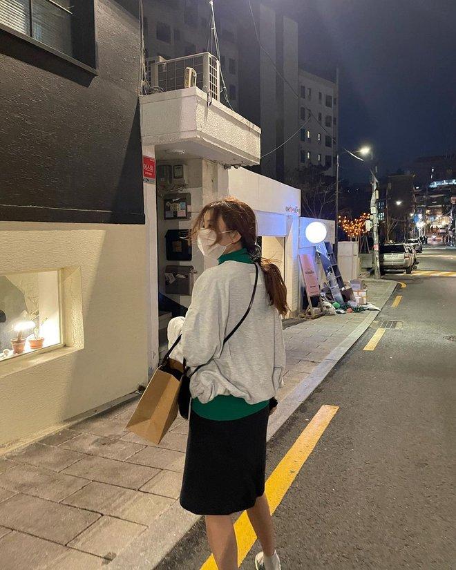 Seulgi (Red Velvet) và hội gái Hàn đang mê tít kiểu mix đồ bô nhếch nhưng cực kỳ hay ho này - ảnh 2