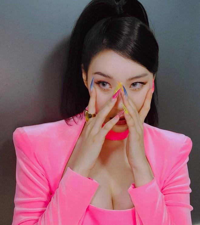 """""""Cao tay"""" như idol Kpop: Chỉ cần chun buộc và vài thao tác đơn giản là mái tóc tẻ nhạt bỗng đẹp lạ thường - Ảnh 1."""