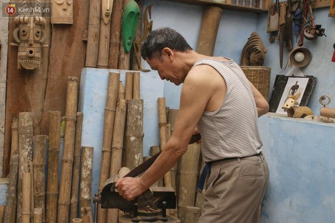 Về hưu sau thời gian làm thiết kế tại Đài truyền hình Việt Nam, người họa sĩ già hô biến tre thành món quà tặng trẻ thơ - ảnh 5