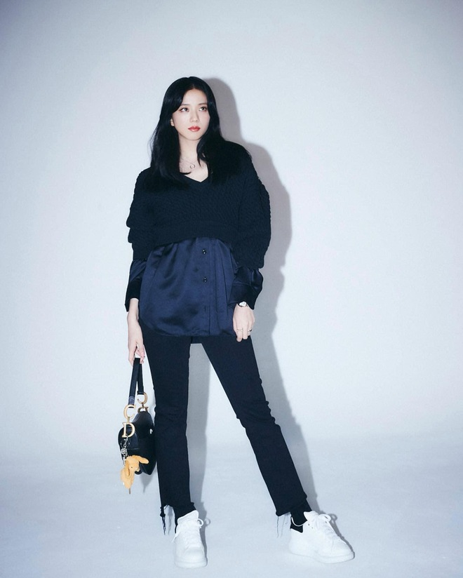 Học nhanh Jisoo vài chiêu diện jeans thật xinh, vừa đơn giản mà chuẩn bánh bèo Hàn Quốc - ảnh 11