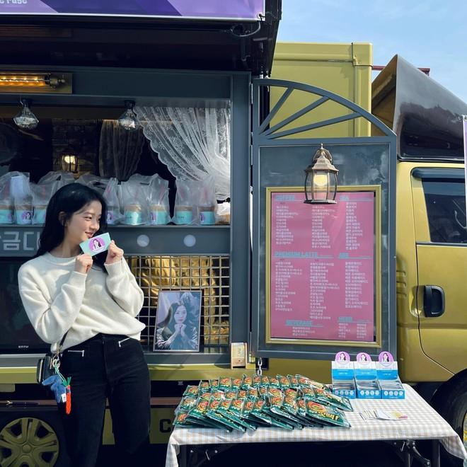 Học nhanh Jisoo vài chiêu diện jeans thật xinh, vừa đơn giản mà chuẩn bánh bèo Hàn Quốc - ảnh 7