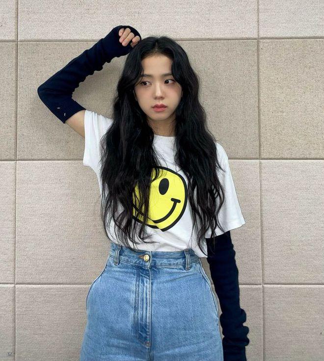 Học nhanh Jisoo vài chiêu diện jeans thật xinh, vừa đơn giản mà chuẩn bánh bèo Hàn Quốc - ảnh 5