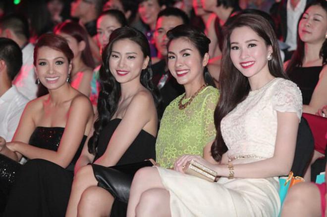 Hà Tăng khi chung khung hình với dàn Hoa hậu: Dù makeup đậm hay nhạt cũng không ngán bất cứ ai - ảnh 6