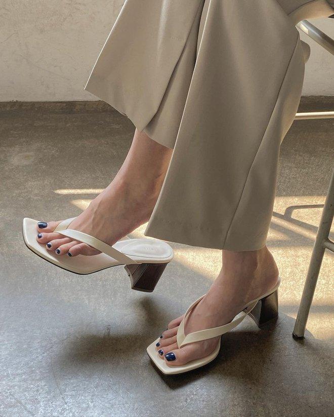 4 mẫu sandal hack dáng vi diệu nhất, chị em muốn hack từ 1m60 thành 1m70 thì nên sắm hết - ảnh 6