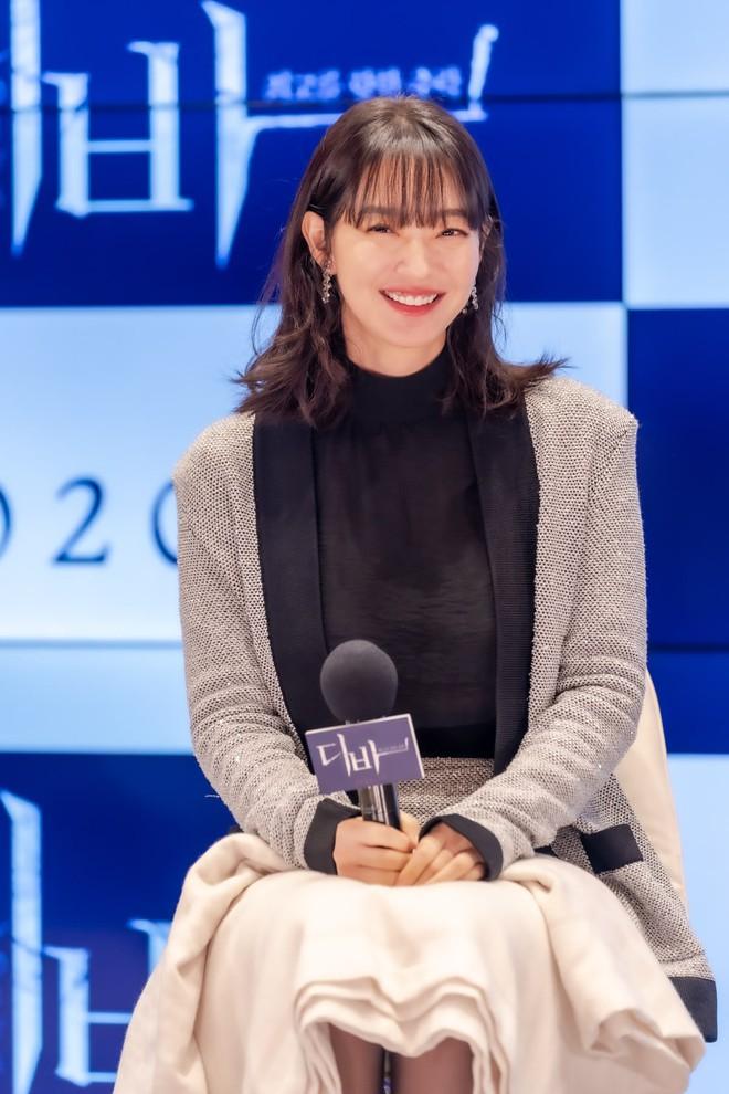 Mặt tròn khác biệt, bạn gái tài tử Woo Bin đã để 4 kiểu tóc này để nhan sắc luôn đẹp đỉnh cao - ảnh 9