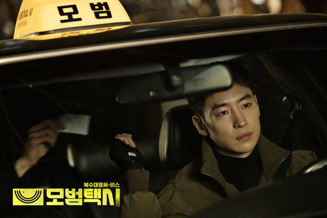 Phim nối sóng Penthouse có rating mở màn khủng bất chấp bê bối của Na Eun (Apirl) 003