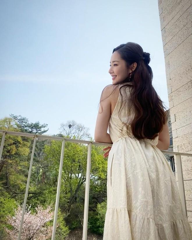 Park Min Young - Park Seo Joon lộ bằng chứng hẹn hò ngắm hoa anh đào, còn dùng chiêu này để đánh lạc hướng? - ảnh 5