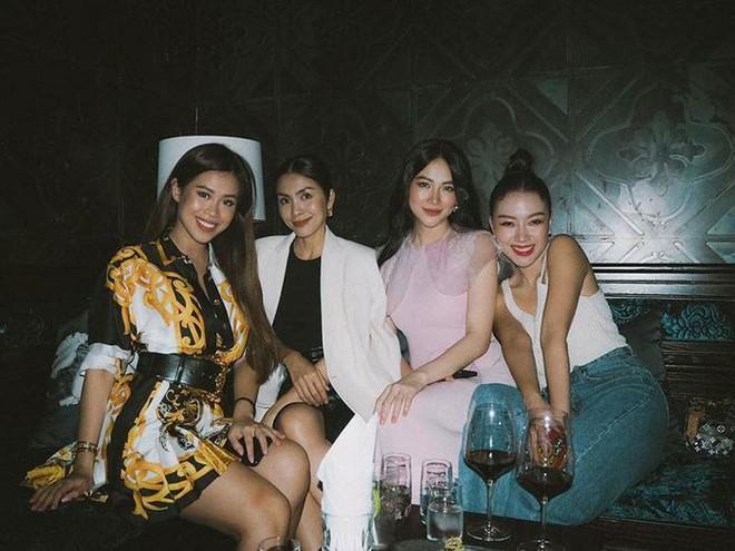 Tiệc cuối tuần giới nhà giàu: Hà Tăng nấu cả bàn ốc như nhà hàng, Băng Di - Linh Rin đến Hoa hậu trái đất thi nhau xuýt xoa - ảnh 13