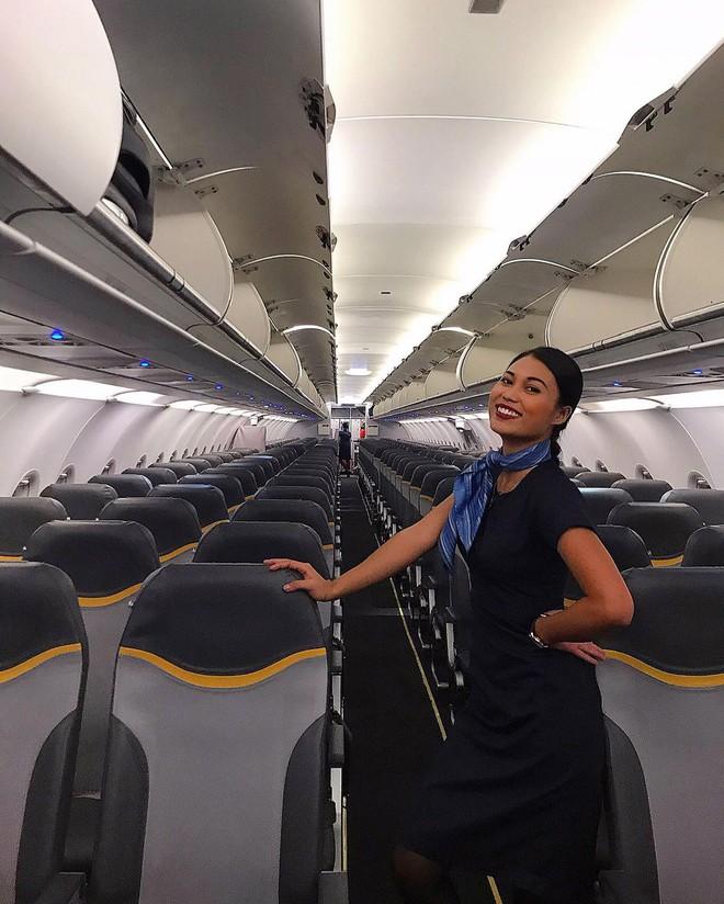 """Gái xinh """"khai"""" hết sướng khổ của tiếp viên hàng không, từng bật khóc vì khách trêu: """"Sao da đen thế mà cũng được làm?"""" - Ảnh 2."""